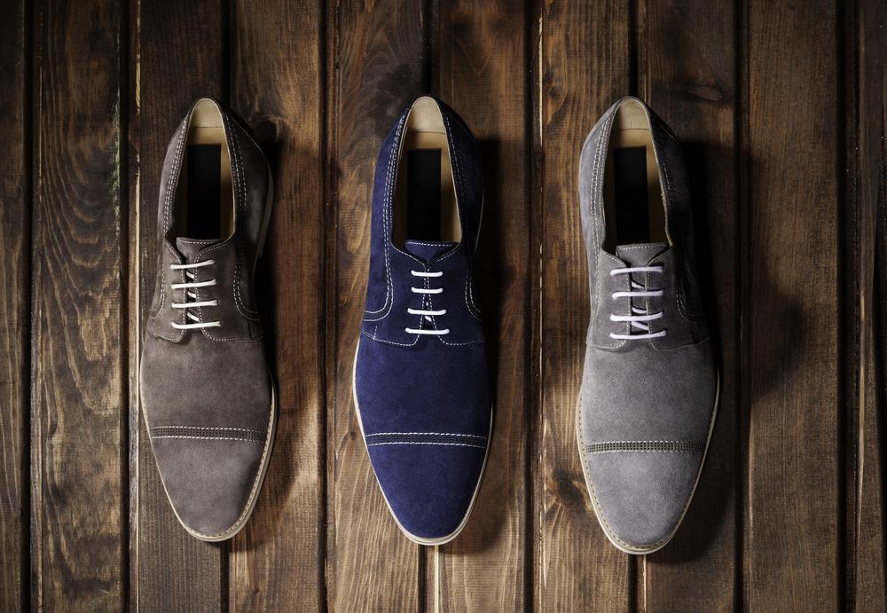 カジュアルコーデにはもちろん、ビジネスコーデにも履けるスエード靴。寒い季節に履くイメージが強いですが、実はオールシーズン着用できるのをご存知でしたか?