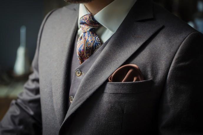 スリーピーススーツ ネクタイ
