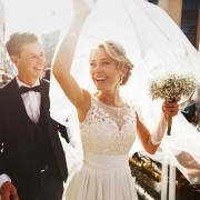 彼女が待望する結婚のタイミングとは?最適な「7つの結婚時期」 | Smartlog