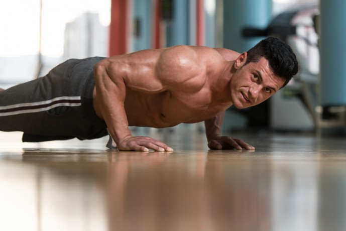 腕立ては毎日行うべき?筋肉へ効果的な負荷を与える回数や頻度!