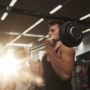 バーベルカールで屈強な上腕二頭筋に。力こぶを作る効果的な方法とは | Smartlog