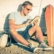 おしゃれな短パンコーデ8選。ハーフパンツの上級メンズ着こなし術 | Smartlog