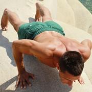 ヒンズープッシュアップの効果的なやり方【上腕三頭筋と大胸筋に効く変則型腕立て】 | Smartlog