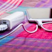 持ち運び簡単なモバイルバッテリーとは。小型・軽量・薄型のおすすめ充電器を厳選 | Smartlog