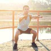 【自宅で簡単にO脚改善&脚やせ】ワイドスタンススクワットの正しいやり方 | Smartlog