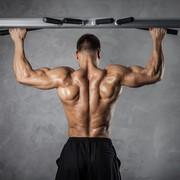 ワイドグリップチンニングで広背筋を限界まで収縮する