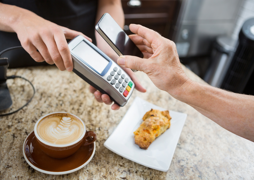 クレジットカードの賢い使い方4. 電子マネーにチャージして使う