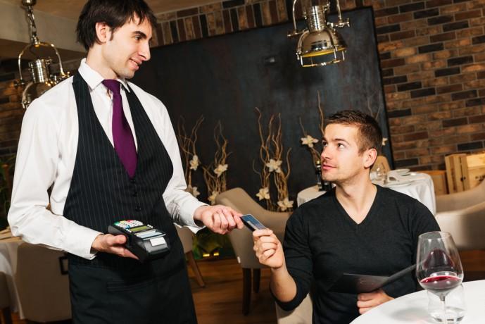 シミュレーション① 24歳男性が生活費をエクストリームカードで支払った