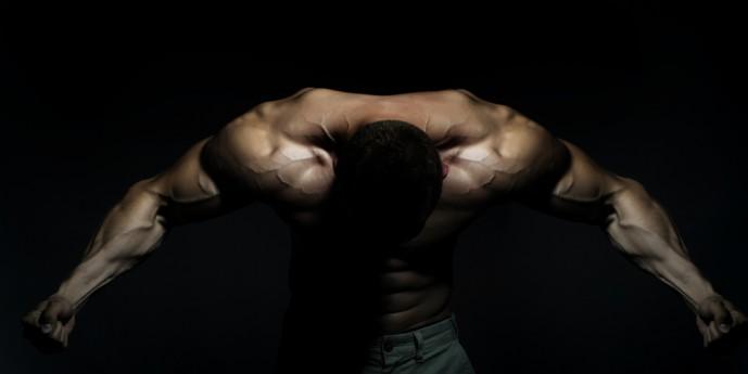 腹直筋を効果的に鍛えられるケーブルクランチのやり方