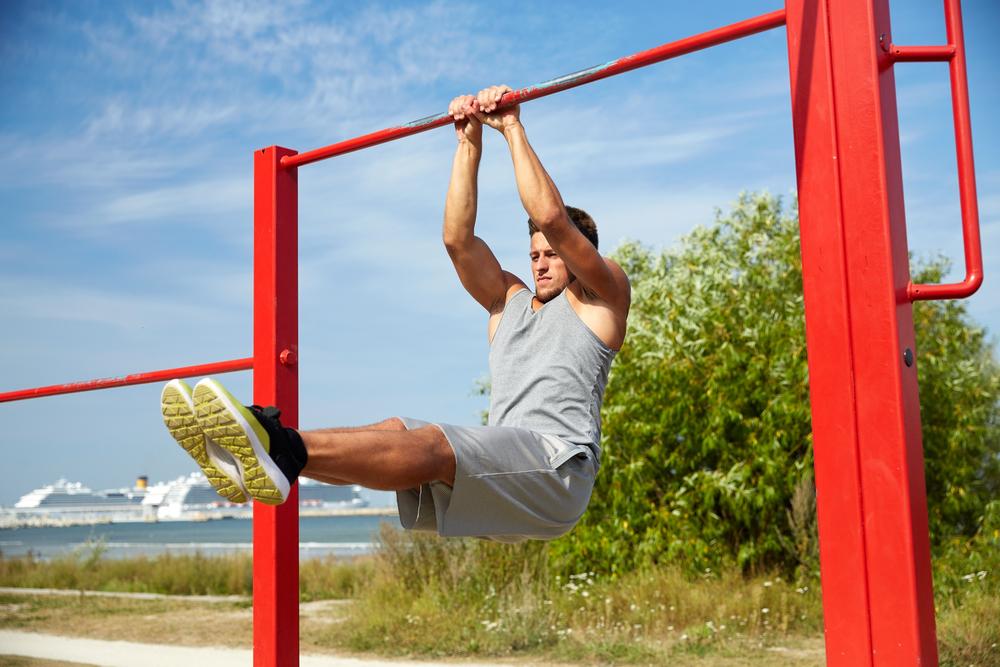 ハンギングレッグレイズで効果的にトレーニング