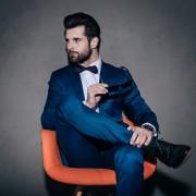 ネイビースーツの華麗な着こなし。色気のある男のコーデ術 | Smartlog