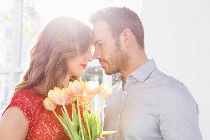 方ぃとデーに花を送って彼女を喜ばせる