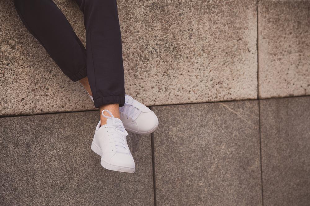 清潔感抜群の白スニーカー