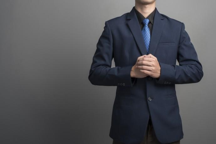 ネイビースーツの着こなしコーディネート