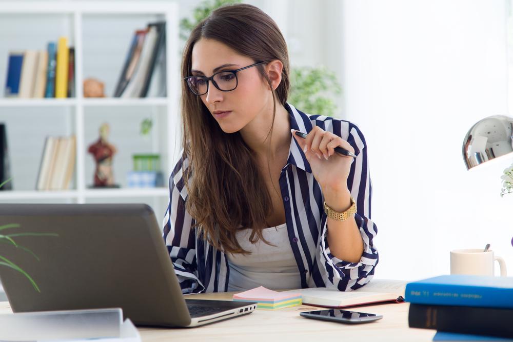 仕事に打ち込む女性は浮気しない
