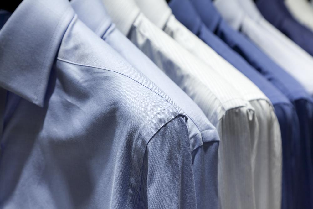 スーツに合わせやすいシャツの種類