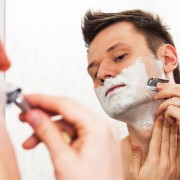 両刃カミソリのおすすめ7選。安い替刃&剃り方のコツまで徹底解説 | Smartlog