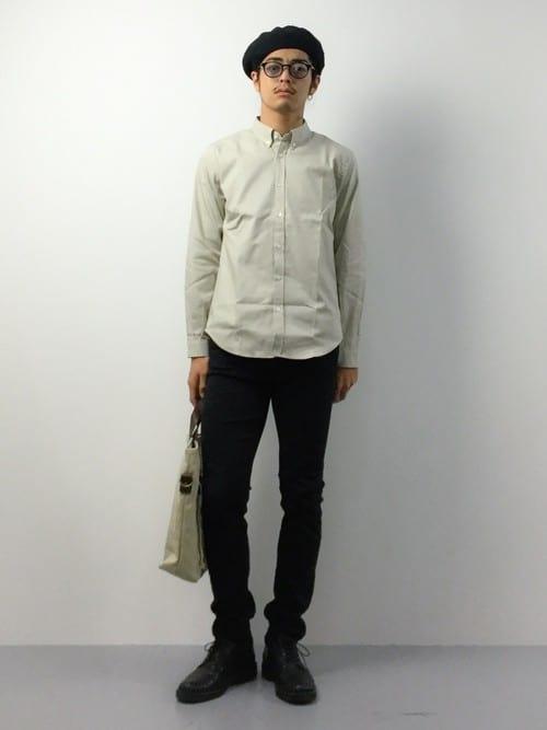 シンプルな白シャツの着こなしコーデ