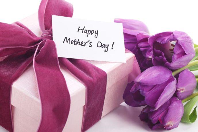 母の日のプレゼントは花以外のプレゼントも一緒に